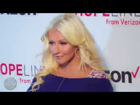 Christina Aguilera defends Kanye West | Daily Celebrity News | Splash TV