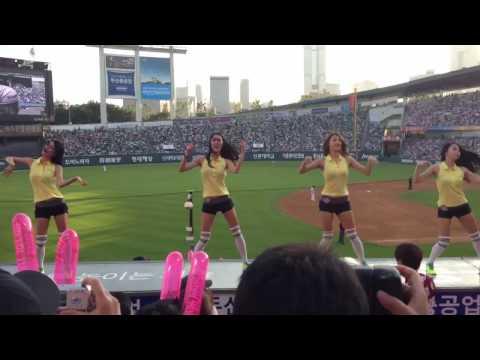 Korean Cheerleaders dancing Gentleman by PSY