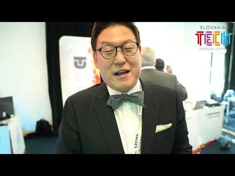 "Dennis Hong: profesor a zakladajúci riaditeľ ""RoMeLa (Robotics and Mechanism Laboratory)"
