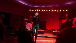 Talk About Love - Danielle Bradbery Manhattan, KS 11/26/2018