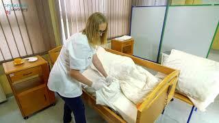 Bettwäsche wechseln - 1 Pfleger [DIE KRANKE PERSON, SENIOR]