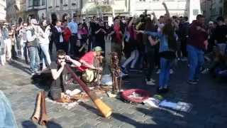 Praga 2015  April didgeridoo conga drums 1 Old Town Square Staroměstské náměstí