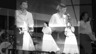 Hyllest til The Andrews Sisters - Back in your own backyard