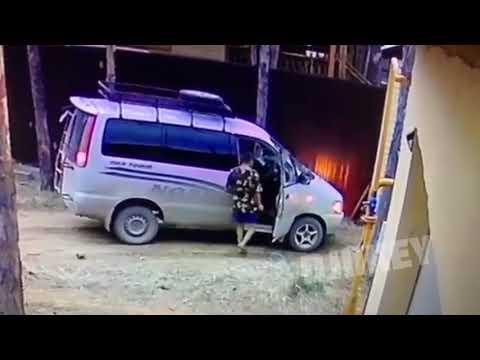 Житель Якутска разбил автомобиль, чтобы достать бутылку сока