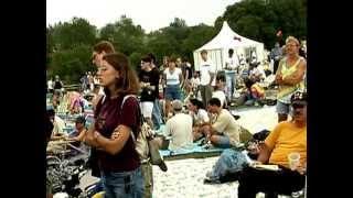 "Joni Mitchell sings ""WOODSTOCK"" at Woodstock 1998"
