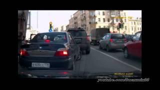 Смотреть онлайн Подборка: Фуры задевают другие автомобили