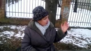 Сумасшедшая бабка Нинка на лавочке)))