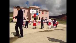 23 nisan 2013 bayburt demirözü şehit gürcan yavuz ilköğretim okulu 2.sınıf gösterisi