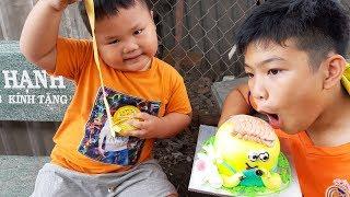 Trò Chơi Đại Ca Đổi Bánh Kem Lấy Kẹo Hubba Bubba ❤ PinPin TV ❤  Đồ Chơi Bé Pin