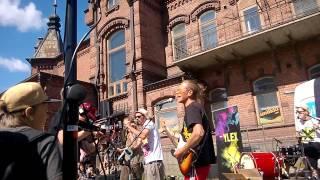 Juju & Hullut - Onnelliseksi live 1.8.2014