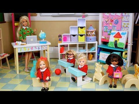 Bebes de Elsa y Anna Juegan en la Nueva Escuelita - Historias de Juguetes para niños y niñas