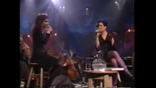 10,000 Maniacs (Natalie Merchant & Mary Ramsey) - Trouble Me