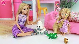 Barbie Rapunzel tiene una hermanita pequeña