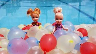 Water Balloons ! Elsa and Anna toddlers - pool - water fun splash - floaties