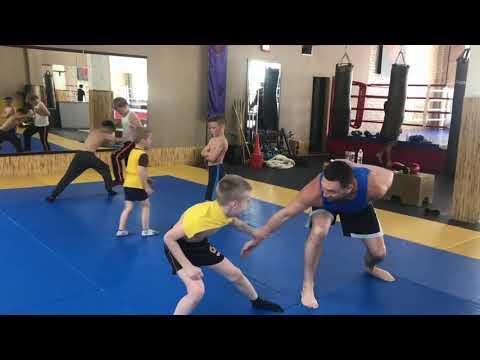 Единоборства для детей Киев. Тренировки по боксу и кикбосингу Киев