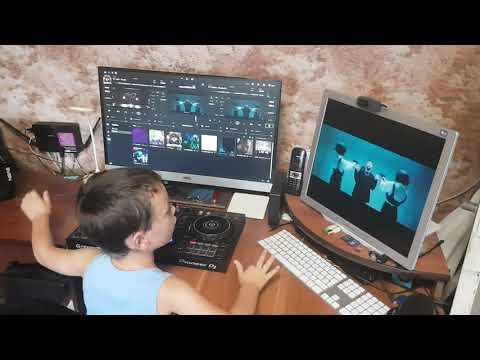 Сынок пробует себя в роли видеомонтажера