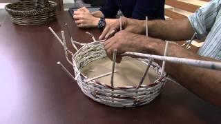 Aprendendo a fazer cesta e vários objetos com jornal