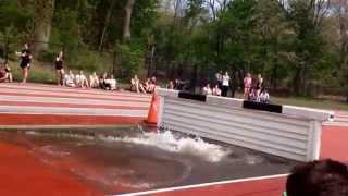 Смотреть онлайн Девушка на соревнования плюхнулась прямо в воду