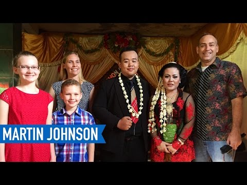 Americans Go To An Indonesian Wedding Reception