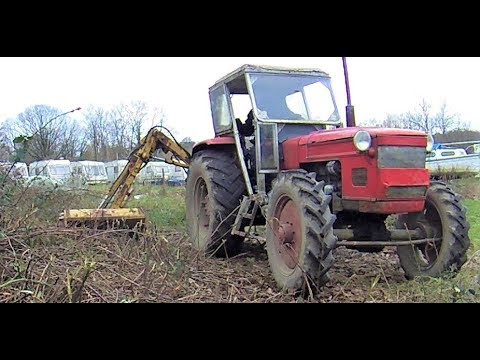 Tractor / Hedge Cutter'  Smashing Brambles !!