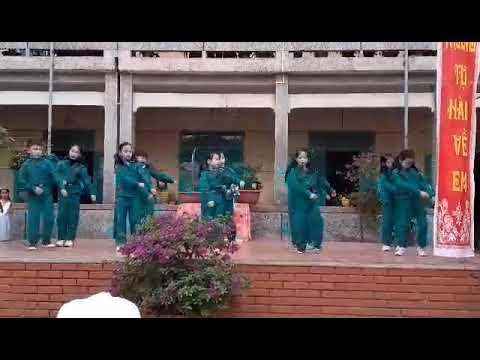 """Tiết mục múa """"Em đi bộ đội"""" của các  em hs lớp 3C-trường TH&THCS Thái Phúc"""