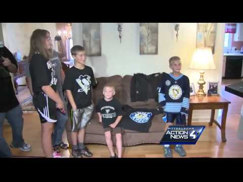 Sidney Crosby delivers Pens tickets to North Hills family
