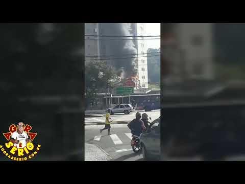 Incêndio atingiu Padaria La Ville na região central de Taboão da Serra