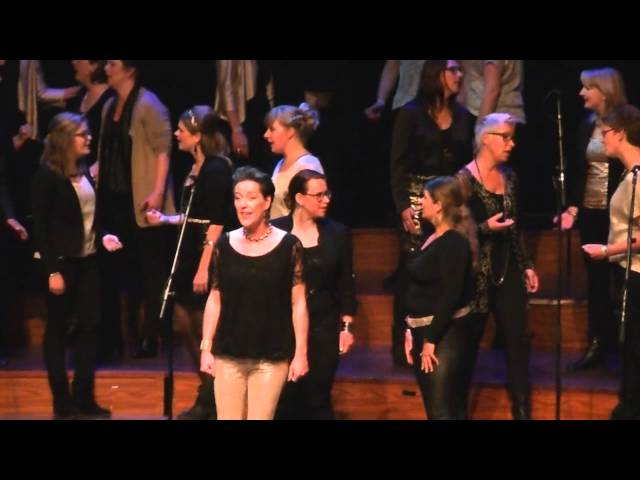 Song and Relation zingt The Gods Love Nubia tijdens BALK TOP Festival in Rotterdam