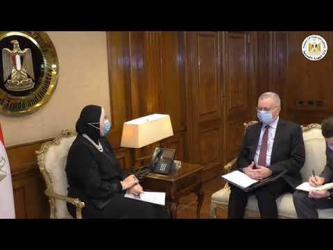 لقاء السيدة/نيفين جامع وزيرة التجارة والصناعة مع سفير روسيا بالقاهرة