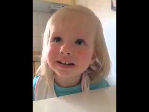 Kleines Mädchen spricht Zopf falsch aus