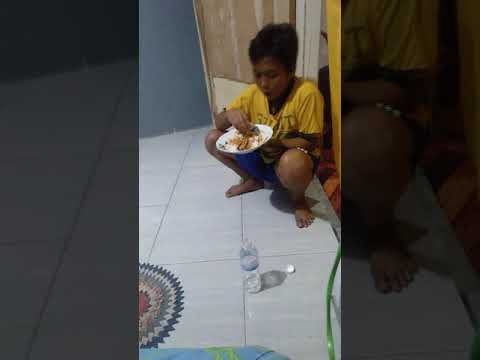 Abang idan lg makan lahap