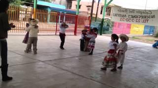 Bailando la canción de Marieta