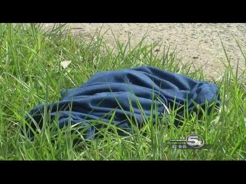 жертв Вынужденный полоса из одежды еще в двух ограблениях - YouTube ▶ 2: 11