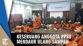 Keseruan Anggota PPSU Dalam Kegiatan Daur Ulang Sampah di Kantor Kelurahan Srengseng Jakbar