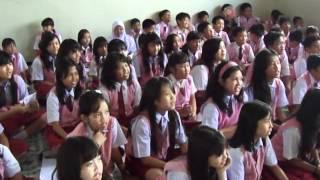 Riska Promo Lagu Bebas Di SD Budi LuhurMP4