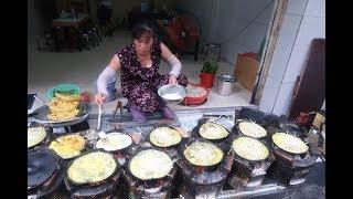 Truyền tai nhau bánh xèo chảo méo 31 năm cực ngon ở Sài Gòn