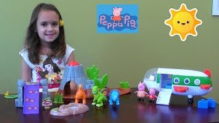 Peppa Pig: Peppa Pig Story in Dinosaur Land with Peppa Pig Plain and Dinosaur Toy Set