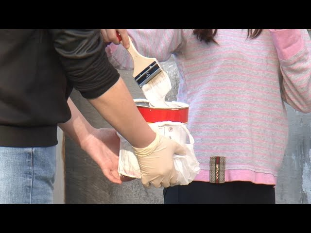 Школьники избавляют город от рекламы наркотиков