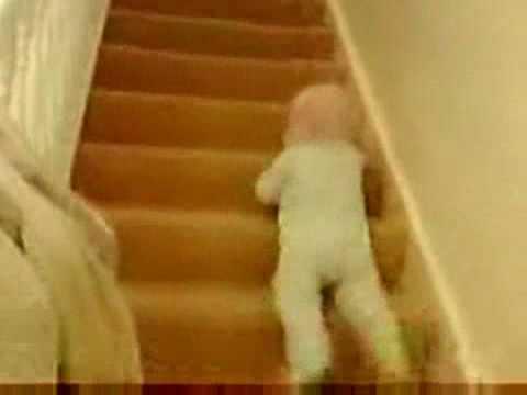 1歲寶寶下樓梯的超快方法