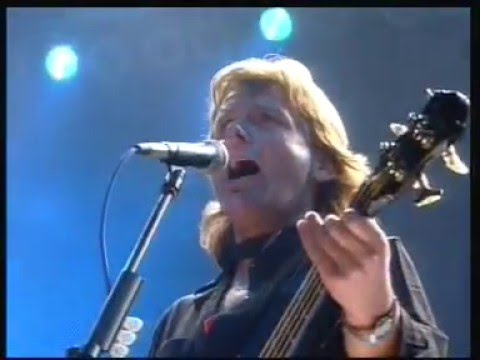 The Smile Has Left Your Eyes - starts acoustically (Asia live in Moscow 1990)