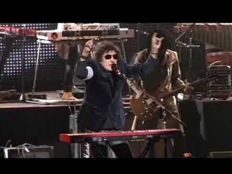 Charly García video Cerca de la Revolución / Rock and Roll yo - Teatro Gran Rex 2011