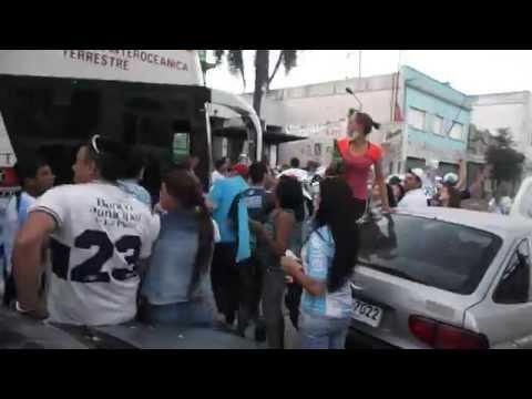 """""""Rampla 1-2 CERRO/ Festejos con los jugadores en la sede"""" Barra: Los Villeros • Club: Cerro"""