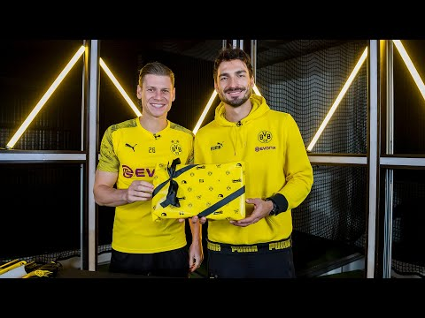 """""""Please watch my hand, Bro!"""" - Reus, Hummels & Co. wrap a football   BVB Boxing Days #2"""