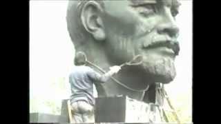 preview picture of video 'Žilina, demontáž busty Lenina z roku 1990'