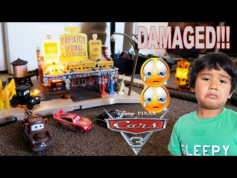 DAMAGED Disney Pixar Cars Precision Series Lizzie's Radiator Springs Curios Playset TOY REVIEW