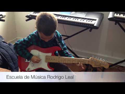 Clases de guitarra eléctrica para niños en Bogotá