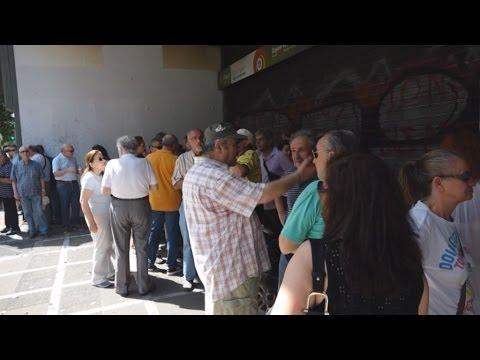 Διαμαρτυρία συνταξιούχων της Εμπορικής και της Alpha Bank στο υπ. Εργασίας
