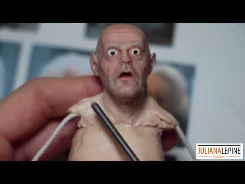 hqdefault - Viendo como hacen una realista escultura de Doc Brown