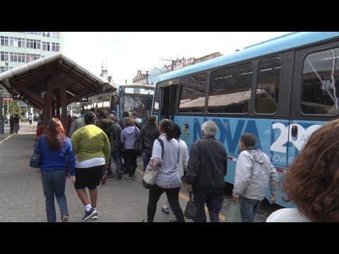 População se queixa de atrasos e ônibus lotados em Nova Friburgo