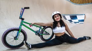 TEACHING MY GIRLFRIEND BMX TRICKS!